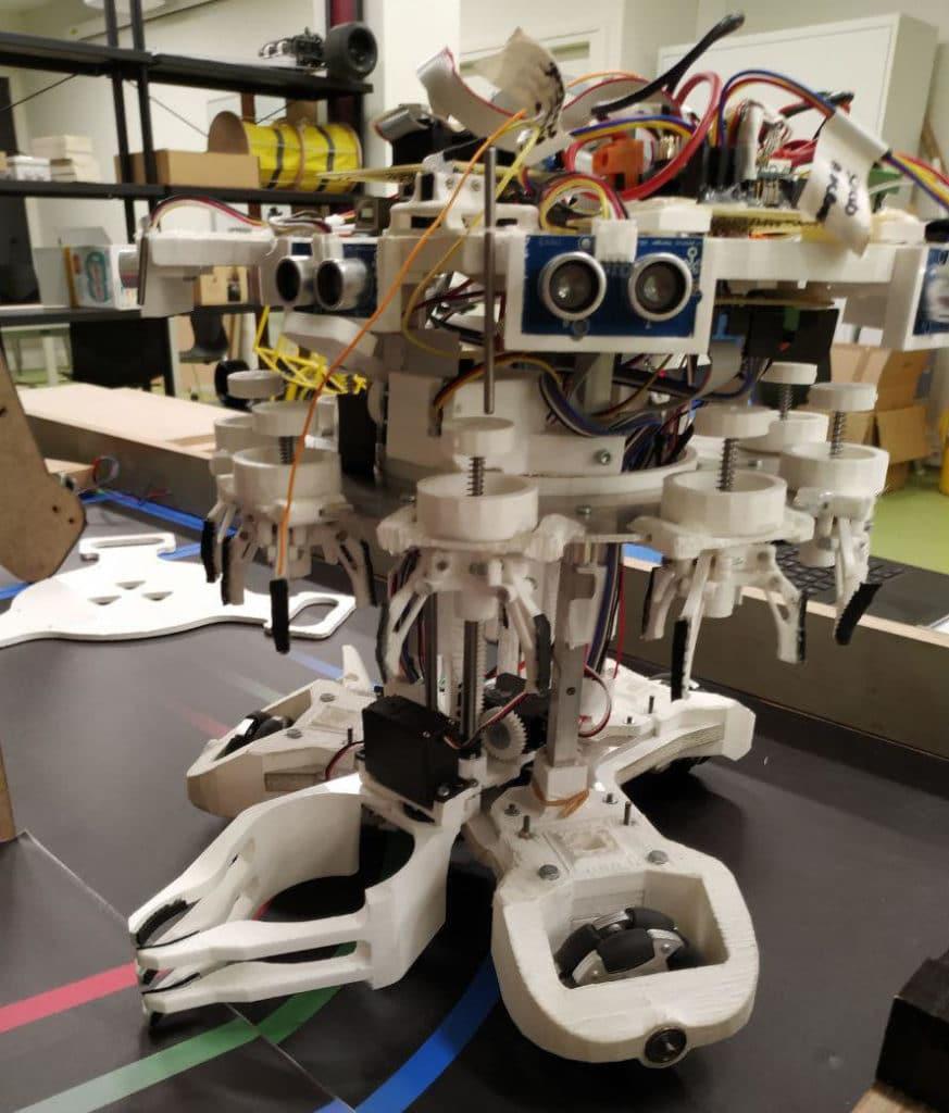 Prototype de robot holonome. Toutes les pièces blanches sont imprimées en 3D.